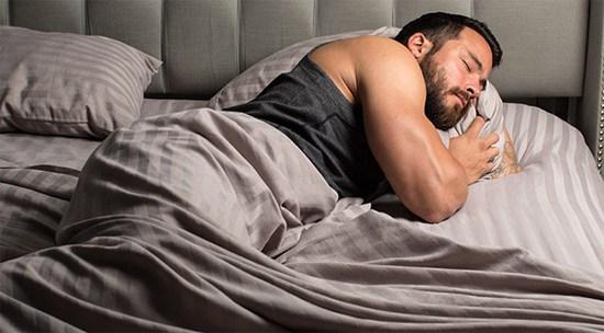culturista-durmiendo